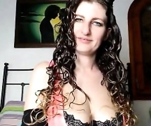 Curly haired camgirl...
